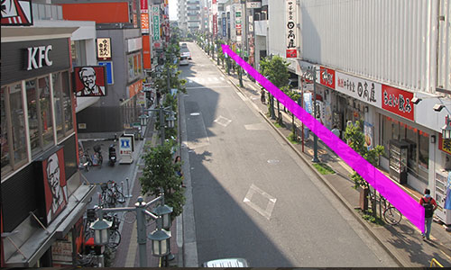 4.横断歩道はわたらないで右側に進みます